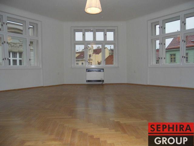 Pronájem bytu 2+1 s balkónem, P2, Nové Město, Ječná ul., 90 m2, nezařízeno, po rek., ihned volné