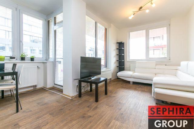 Pronájem bytu 2+KK s terasou a garáží, P5, Stodůlky, Laurinova ul., 68 m2 zařízeno, ihned volné