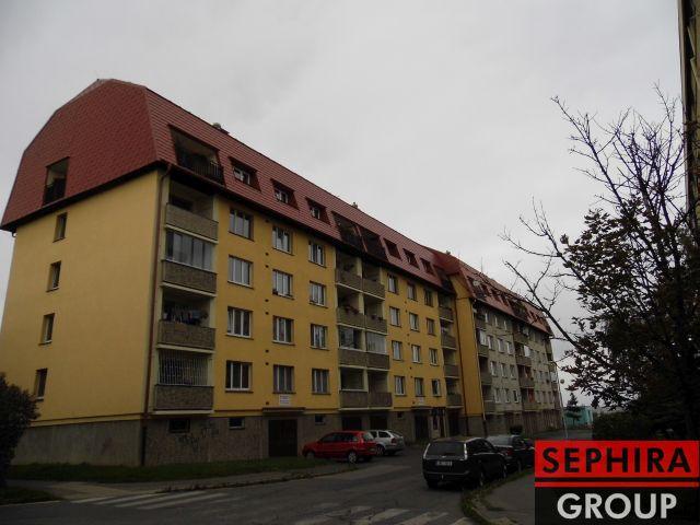 Pronájem bytu 2+1 s lodžií, P5, Zličín, Nedašovská ul., 64 m2, část. zařízeno, klidné místo
