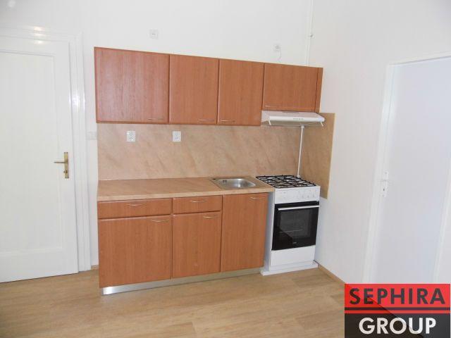 Pronájem bytu 2+KK s lodžií, P4, Nusle, U Čtyř domů., 48 m2, nezař., klidné místo, ihned volné