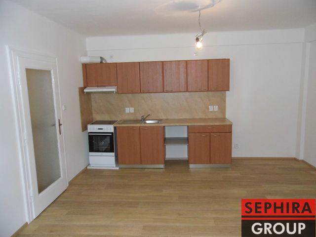 Pronájem bytu 3+KK s terasou, P4, Nusle, U Čtyř domů., 69 m2, nezař., klidné místo, ihned volné