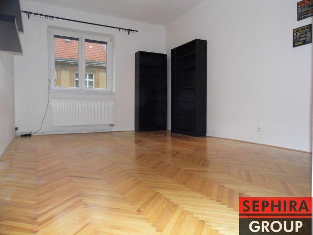Pronájem bytu 2+KK, P8, Libeň, V Zahradách, 50 m2, nezař., po rekonstrukci, klidné místo, ihned volné