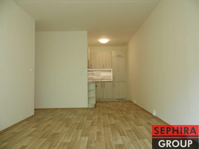 Pronájem bytu 2+KK, P5, Stodůlky, ul. Suchý vršek, 42,43 m2, nezař., po rekonstrukci, klidné místo, ihned volné