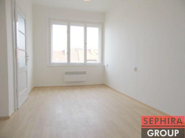 Pronájem garsoniéry, P4, Nusle, U Čtyř domů, 23 m2, nezařízeno, po rek., ihned volné